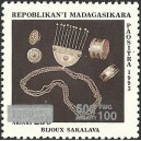 1998 - Mi 2126 - Local overprint 500 Fmg - Crafts: jewelry Sakalava - MNH